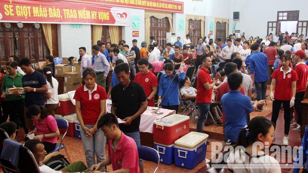 Hàng nghìn tình nguyện viên tham gia ngày hội hiến máu